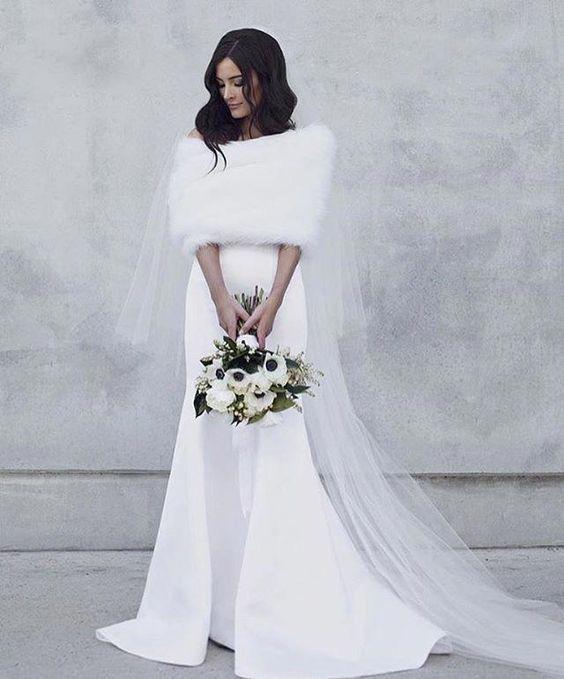 Rochie de mireasă simplă cu capă