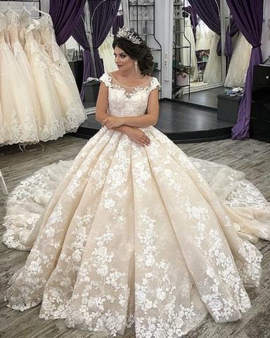 Rochie de mireasă prințesă cu mult volum