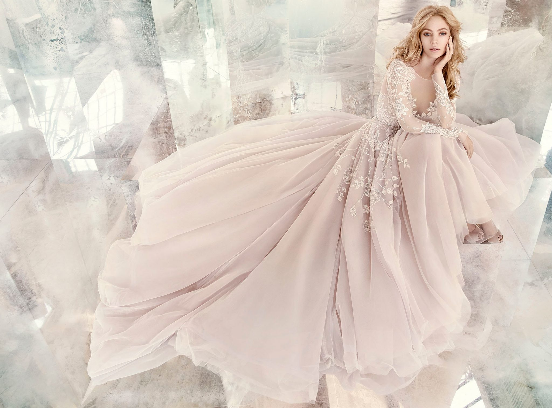 Rochie de mireasă culoarea șampaniei