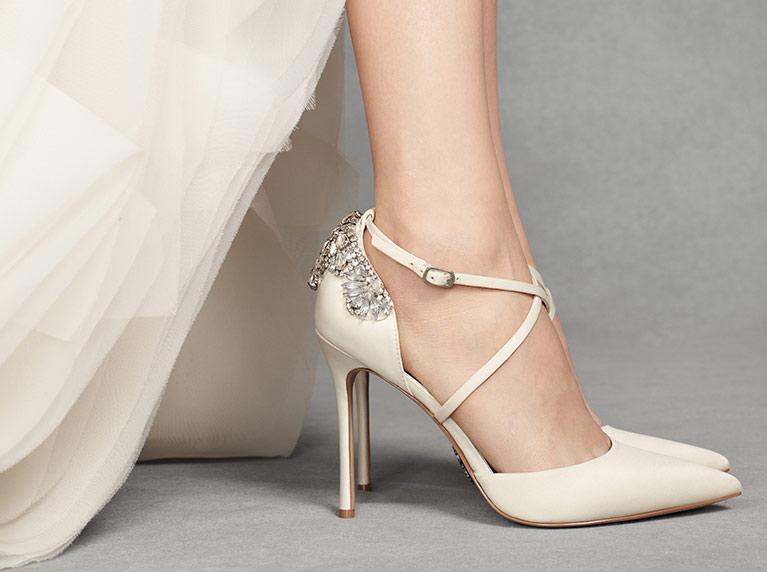 Pantofi simpli mireasa cu toc ascutit