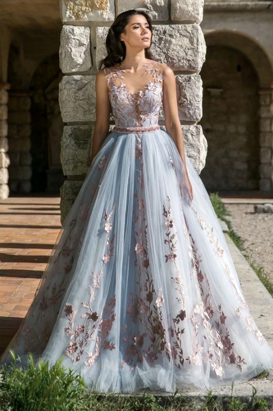 Rochie tip prințesă cu motive florale