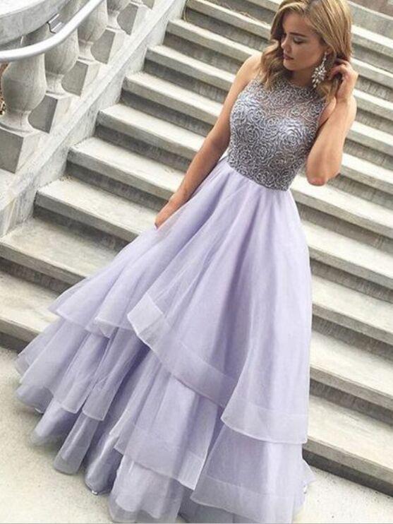 Schimbă culoarea rochiei
