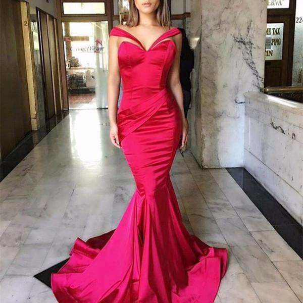 Rochie roșie tip sirenă