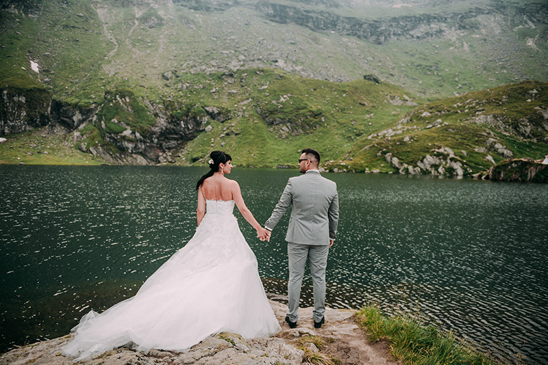 Trash the dress în zonă montană