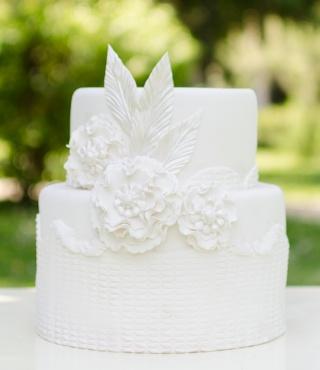 tort de nunta alb